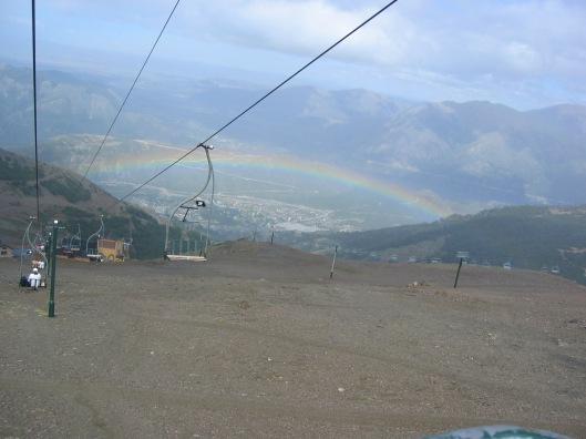 Arco-íris em um estação de esqui de Bariloche, no dia da tragédia de Buenos Aires
