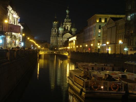 Vista de um dos canais de São Petersburgo (Foto: Priscila Dal Poggetto)