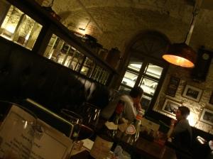 Dentro do Stroganoff Restaurant, um cantinho aconchegante na região portuária da cidade (Foto: Priscila Dal Poggetto)