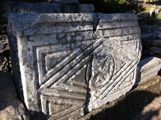 Desenho em ruína de Éfeso que lembra a bandeira do Brasil (Foto: Priscila Dal Poggetto)