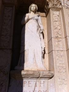 Detalhe de estátua na Biblioteca de Celso (Foto: Priscila Dal Poggetto)