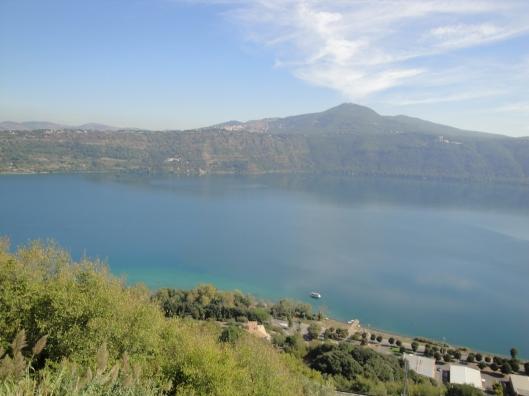 Lago de Albano em Castel Gandolfo (Foto: Priscila Dal Poggetto)