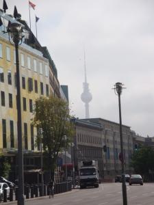 Berliner Fernsehturm, a torre de televisão soviética de Berlim (Foto: Priscila Dal Poggetto)