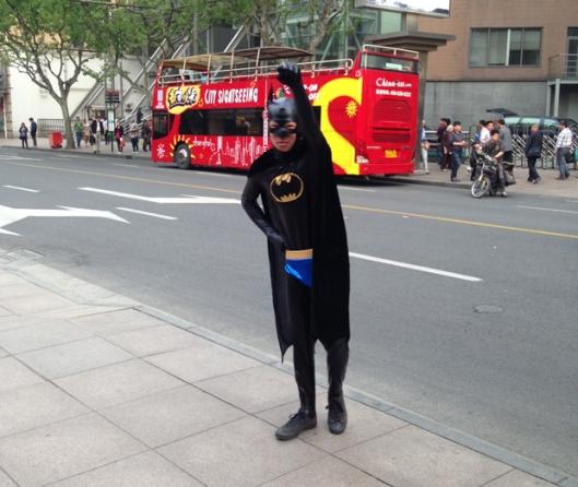 O Batman de Xangai (Foto: Priscila Dal Poggetto)