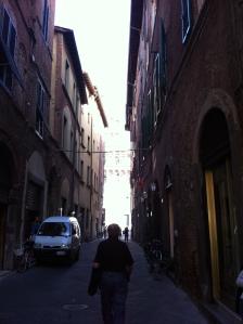 Meu pai, pelas ruas de Lucca (Foto: Priscila Dal Poggetto)