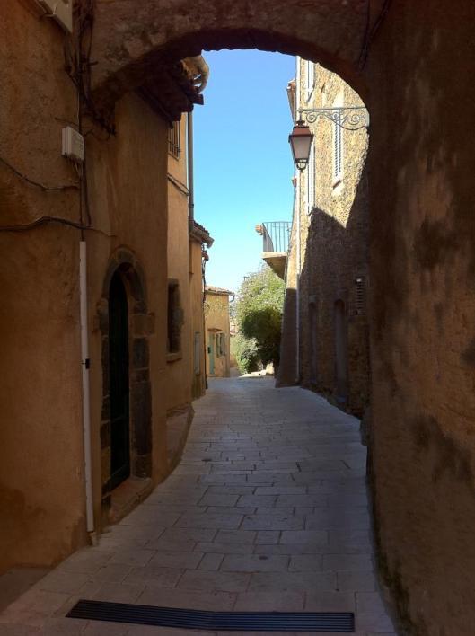 Saint-Tropez e suas ruelas (Foto: Priscila Dal Poggetto)