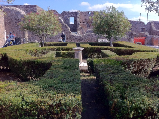 Jardim da casa de um dos governantes de Pompeia (Foto: Priscila Dal Poggetto)