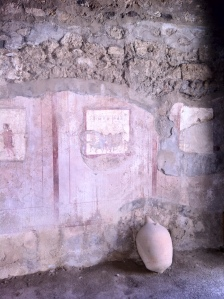 Mosaicos na parede de um cassino em Pompeia (Foto: Priscila Dal Poggetto)