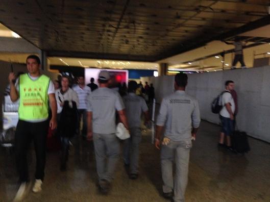 Aeroporto de Confins em obras para a Copa do Mundo e uma fotógrafa com pressa (Foto: Priscila Dal Poggetto)