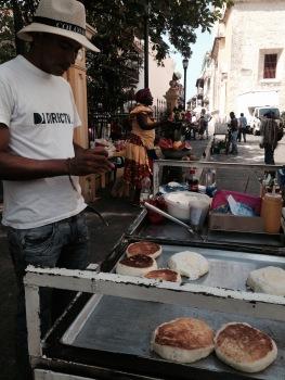 Oscar, colombiano, vendedor de arepas e santista nas horas vagas (foto: Priscila Dal Poggetto)