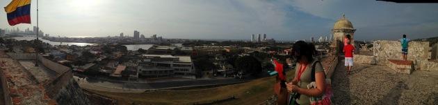 Vista do alto do castelo San Felipe de Barajas (Foto: Giselli Cardoso)