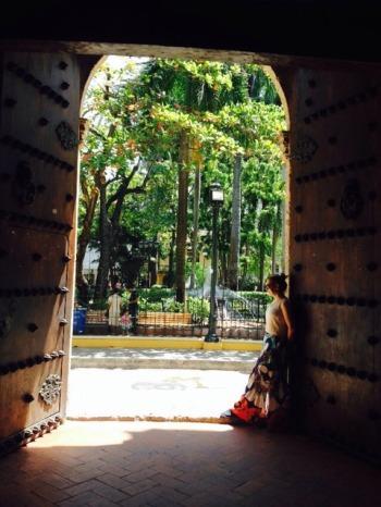 Giselli em uma de suas portas (Foto: Priscila Dal Poggetto)