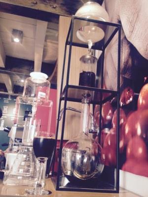 Processo onde o café goteja por 24 horas (Fotos: Priscila Dal Poggetto)