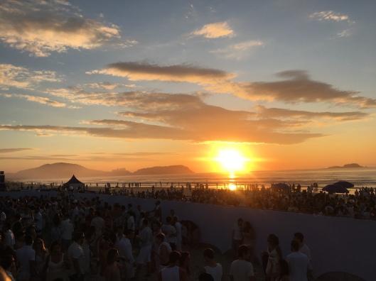 Prieiro nascer do sol de 2018, Klo de braços abertos